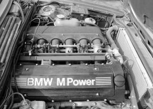 Xmoor Motorsport BMW 635 E24 S38B38